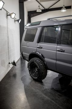 Land Rover Discovery receives full machine polish, Swissvax products applied to protect the paintwork, glass, tyres and alloys. Remove swirl marks and light scratches from your vehicle wrap with our specialist polish and was services. Custom Range Rover, Range Rover Car, 2003 Land Rover Discovery, Discovery 2, Offroad, Land Rover Camping, Commercial Van, Cars Land, Jeep Wrangler Rubicon