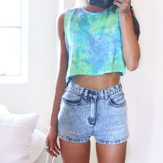 Tie dye shirt and highwaisted shorts Look Fashion, Teen Fashion, Fashion Outfits, Fashion Shorts, Casual Outfits, Summer Outfits, Cute Outfits, Moda Tie Dye, Only Shorts