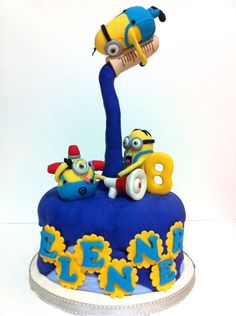 Find the perfect cake to make to tickle any toddler's fancy! Enjoy a roundup of the sweetest toddler birthday cake ideas, sure to blow your mind. Crazy Cakes, Big Cakes, Fancy Cakes, Cute Cakes, Anti Gravity Cake, Gravity Defying Cake, Pastel Minion, Bolo Minion, Minion Cakes