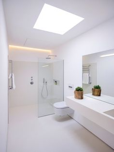 Bathroom Tub: The Complete Guide to Choosing Your Bathroom - Home Fashion Trend Bathroom Design Luxury, Bathroom Layout, Modern Bathroom Design, Small Bathroom, Modern White Bathroom, Bathroom Green, Downstairs Bathroom, Bathroom Design Inspiration, Bad Inspiration