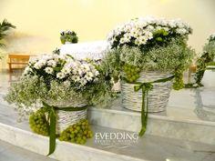 Matrimonio country di Evedding | Foto 12 Church Wedding Decorations, Wedding Altars, Flower Decorations, Olive Wedding, Wedding Planer, Orthodox Wedding, Cabin Wedding, Church Flowers, Deco Floral