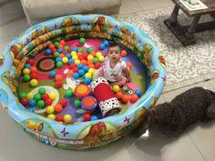 Alberca de juegos para bebés - Fácil y económica! Consigue una alberca inflable pequeña, pon una colchoneta de base o algún tapete y a jugar!!! Le va a encantar a tu bebé y a ti también...