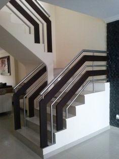 Fashionable staircase railing height just on homesaholic home design Staircase Railing Design, Modern Stair Railing, Balcony Railing Design, Home Stairs Design, Stair Handrail, Modern Stairs, Interior Stairs, Staircase Ideas, Railing Ideas