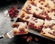 Mandel Kirsch Kuchen Rezept In 2020 Kuchen Schnelle Blechkuchen Rezepte Und Lebensmittel Essen