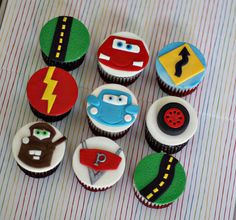 Handmade Fondant Lightning McQueen Cars Inspired Roadway Toppers for Cupcakes, Cookies or other Treats Custom for mbshelto Car Themed Parties, Cars Birthday Parties, 20th Birthday, Fondant Cupcake Toppers, Cupcake Cakes, Car Cakes, Cake Fondant, Magnum Paleta, Party Food Buffet