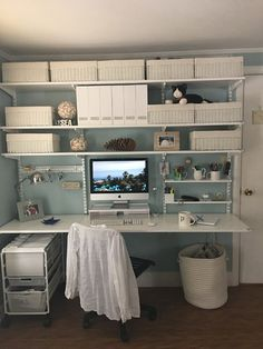 Home office wall shelving system maximizes space and it can be designed to look good with lots of different decors Home Office Space, Home Office Design, Home Office Decor, House Design, Home Decor, Wall Shelving Systems, Elfa Shelving, Office Shelving, Home Office Organization