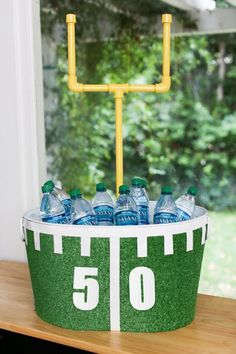 Are you hosting a Super Bowl party this year and looking for some new decor ideas to really make your bash a hit? Score big with this collection of the best DIY football decoration ideas for Super Bowl Sunday. Football Party Decorations, Football Themes, Football Decor, Alabama Football, College Football, Superbowl Decor, Fox Football, Football Centerpieces, Banquet Centerpieces