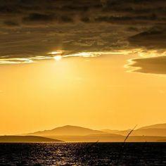 Χρυσό ηλιοβασίλεμα στον κόλπο του Μούδρου! Φωτό: George Zarras #lemnos #limnos #lemnosisland #greece #limnosfm100