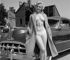 RARE MARILYN MONROE SEXY BIKINI - 1952 PONTIAC CATALINA