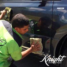 Lavar el carro con manguera gasta hasta 350 litros de agua, hacerlo con #Knight , ni una gota. ¿Qué esperas para ser parte del cambio? Pide tu servicio a domicilio Tel. 4130001  #LavadoEcológico #AhorroDeAgua #AhorreAguaYa