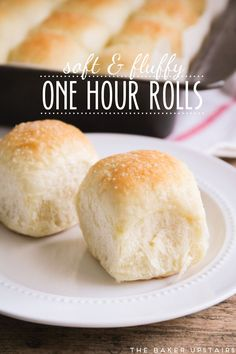 Soft and fluffy one hour rolls - you will not believe that these fantastic rolls take only an hour to make! Soft and fluffy one hour rolls - you will not believe that these fantastic rolls take only an hour to make! Bread Recipes, Baking Recipes, Dinner Rolls Recipe, Roll Recipe, Quick Dinner Rolls, Biscuit Bread, Bread And Pastries, Snacks, Brunch
