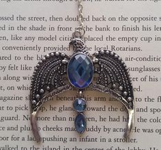 Use this horcrux bookmark of Rowena Ravenclaw's diadem without having to worry about destroying it. 27 Clever Gifts For Ravenclaws Deco Harry Potter, Harry Potter Houses, Hogwarts Houses, Rowena Ravenclaw Diadem, Slytherin, Sirius Black, Casas Estilo Harry Potter, Harry Potter Aesthetic, Luna Lovegood