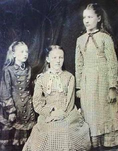 ~ Carrie, Mary and Laura Ingalls ~ ♥ :)  https://www.facebook.com/photo.php?fbid=436543019755515=a.352643578145460.81730.352631861479965=1