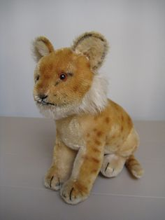 Steiff Vintage Sitting  -  Mid-Century Young Lion  -  Jungloewe  -  EAN 3317  -  Jointed Head  -  17cm  -  1955 to 1958 Only - pinned by pin4etsy.com