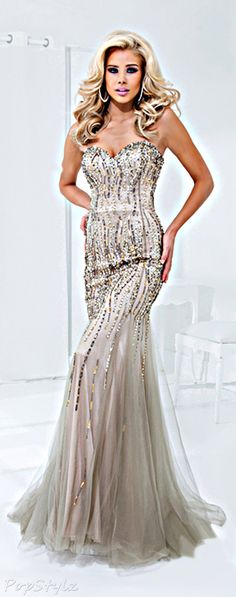 I love this dress. I don't know where I'd ever wear it. But I love it.
