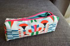 http://www.hannahinthehouse.com/d-i-y-tutorial-make-your-own-cosmetic-bag/