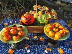 Celebration Treats 4U: Apple-Caramel Cupcakes - Halloween, osa IV Apple Caramel, Caramel Apples, Caramel Cupcakes, Halloween Cupcakes, Celebration, Treats, Table Decorations, Sweet Like Candy, Goodies