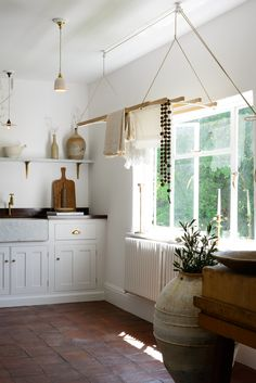 deVOL Bespoke Classic English Kitchens are designed and built in England, inspired by Georgian and Country Kitchen designs. Classic Kitchen are fully bespoke kitchens of the finest quality. Layout Design, Design Design, Design Ideas, Country Look, Country Casual, Devol Kitchens, Tuscan Kitchens, Country Kitchen Designs, British Kitchen Design