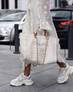 Bag White bag Designer bag Chanel Spring outfit Balenciaga sneakers Bag White bag Designer bag Chanel Spring outfit Balenciaga sneakers Dad sneakers White dress Outfit of the day Inspiration More on Fashionchick Look Fashion, Fashion Bags, Fashion Outfits, Womens Fashion, Fashion Trends, Fashion Mode, 1940s Fashion, Sneakers Fashion, Chanel Fashion
