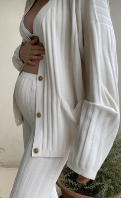 Cute Maternity Outfits, Stylish Maternity, Pregnancy Outfits, Maternity Pictures, Maternity Fashion, Pregnancy Photos, Cute Family, Baby Family, Belly Photos