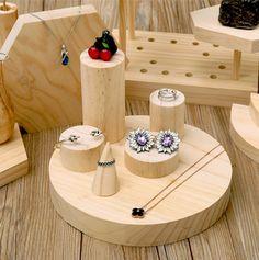 Imagen relacionada Jewellery Shop Design, Jewellery Storage, Jewellery Display, Jewelry Organization, Jewelry Shop, Jewelry Stores, Craft Fair Displays, Ring Displays, Wooden Jewelry Display