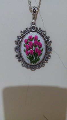 Embroidery Flowers Pattern, Hand Embroidery Stitches, Embroidery Jewelry, Ribbon Embroidery, Flower Patterns, Beaded Jewelry, Handmade Jewelry, Brazilian Embroidery, Felt Applique