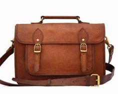 Simple sac en cuir, style sac a dos d'écolier, mais en bandoulière !