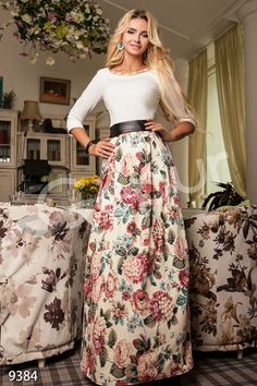 Maxi dress with flowers and belt