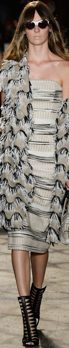 Christian Siriano Spring 2016 Ready-to-Wear Fashion Show Couture Fashion, Fashion Show, Fashion Design, Fashion Trends, Fashion 2016, 2016 Trends, Christian Siriano, Casual Elegance, Casual Chic