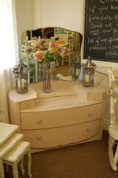 Beautiful vintage dressing table.  I've been looking for one like this for years.  :-(