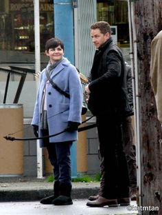 Josh Dallas and Ginnifer Goodwin on set November 4th. Pictures by katmtan.
