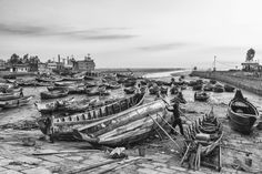 FISHING BOATS STRANDED IN MUD DURING LOW-TIDE IN BANGLADESH - PAVEL GOSPODINOV PHOTOGRAPHY
