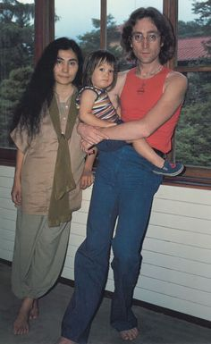 "Whoa!! Surprising quote from SEAN Lennon, ""I think of my dad as a huge asshole. The only thing that made it okay was that he could admit it."""