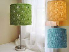 sencilla manera de darle un nuevo estilo a la vieja pantalla de tu lámpara para que pueda lucir como nueva y con un diseño moderno, ya que el reciclaje es útil para todos.