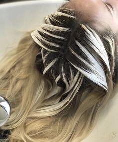 2,666 отметок «Нравится», 21 комментариев — The Business of Balayage™ (@thebusinessofbalayage) в Instagram: «Little Root Shadow & Balayage to take this platinum babe to a more natural, low maintenance look ✨ …»