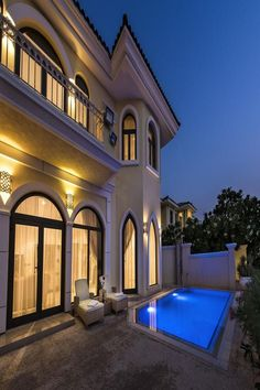 Five Bedroom Villa - Palm Jumeirah is a villa with barbecue facilities and a garden in Dubai, mi from Mall of the Emirates,