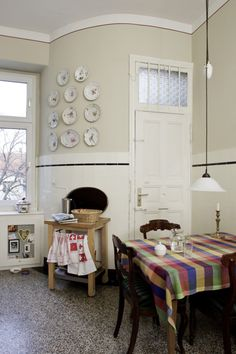 ♥Beauty is the details: plates, wall color,door,lamp over table etc