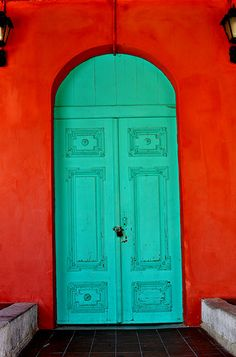 Beautiful complimenting colours of green and orange on this door and wall.