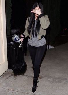 February 2015 - Kylie Jenner going to Sugarfish in Calabasas. Kylie Jenner Outfits, Kylie Jenner Jeans, Trajes Kylie Jenner, Kylie Jenner Mode, Looks Kylie Jenner, Winter Outfits, Casual Outfits, Cute Outfits, Fashion Outfits