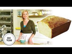 Lemon Pound Cake With 5 Eggs. VIDEO : how to bake the classic lemon pound cake Lemon Dessert Recipes, No Bake Desserts, Baking Recipes, Snack Recipes, Snacks, Almond Pound Cakes, Pound Cake Recipes, Anna Olsen, Osvaldo Gross