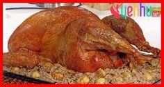 Fırında Hindi Tarifi, Hindiyi fırında yapmak marifet ister arkadaşlar. Vereceğimiz tarif ile fırında hindi nin tadına varacaksınız. Şimdiden afiyet olsun Fırında Hindi Tarifi Fırında Hindi Malzemeleri: 1 kg kuşbaşı doğranmış hindi eti (but ve göğüs karışık) 3 baş iri soğan 2 tatlı kaşığı pul...