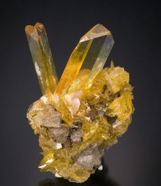 Rice-grain Smithsonite crystals on botryoidal Aurichalcite from New Mexico Cool Rocks, Beautiful Rocks, Minerals And Gemstones, Rocks And Minerals, Rock Collection, Mineral Stone, Rocks And Gems, Crystal Grid, Stones And Crystals