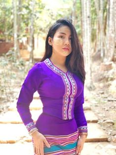 Burmese Girls, Myanmar Women, Vietnam Girl, Sexy Hips, Beautiful Asian Women, Sexy Asian Girls, Asian Woman, Beauty Women, Asian Beauty