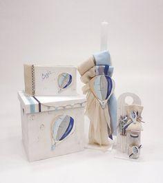 κουτί βαπτιστικό με ζωγραφισμένο αερόστατο ,λαμπαδα ,λαδοσέτ και βιβλίο ευχών στο ίδιο θέμα