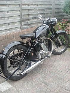 New Bsa Motorcycle Vintage Old School Ideas Ajs Motorcycles, Motorcycle Posters, British Motorcycles, Motorcycle Engine, Bobber Motorcycle, Vintage Motorcycles, Motorcycle Style, Old Bikes, Classic Bikes