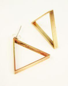 Tri Vs. Tri Earrings // want. #jewelrydesign #triangle #geometric