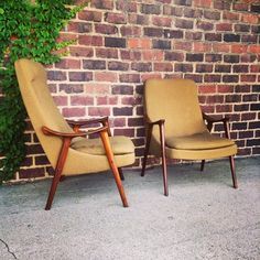 The grain on arms of these chairs is crazy the design is great and this pair of his and hers is in excellent condition #midcentury #midcenturymodern #chairs #chair #vintage #cantonohio #ohio