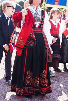 авторская одежда Country Fashion, Folk Fashion, Fashion Art, Traditional Fashion, Traditional Dresses, Folk Costume, Costumes, Norwegian Clothing, Scandinavian Fashion