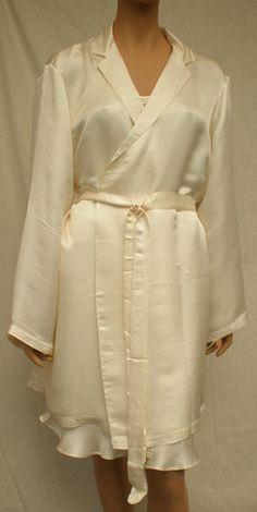 Silke kimono og chemise i en fantastisk kvalitet. Syet i Vietnam af kvinder i forskellige landsbyer.