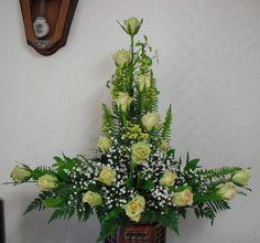 Alter Flowers, Church Flowers, Church Flower Arrangements, Floral Arrangements, May Designs, Cascade Bouquet, Planting Flowers, Floral Wreath, Natural